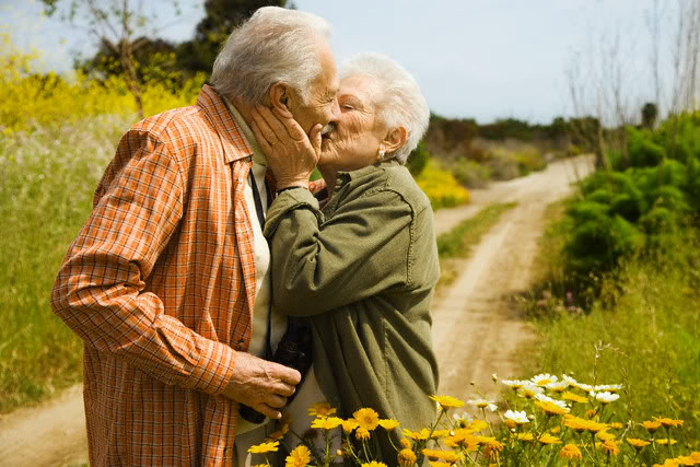 Đi chơi nhiều để chống lại Alzheimer 1
