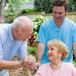 Bệnh sa sút trí tuệ: Dấu hiệu và cách chăm sóc