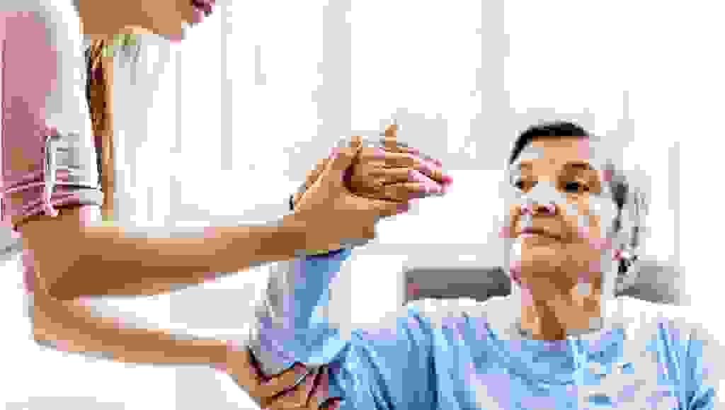 Bị liệt nửa người sau tai biến mạch máu não thì điều trị như thế nào? 1